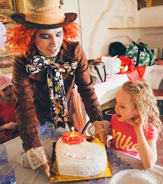 День рождения в стиле Алиса в стране чудес, безумное чаепитие со Шляпником в Уфе